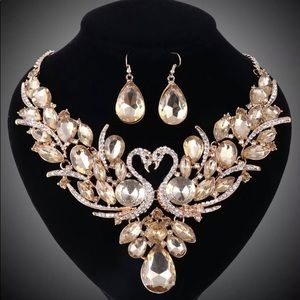 ✨Swan Gold Plated Crystal Jewelry Set✨ -NWT🏷